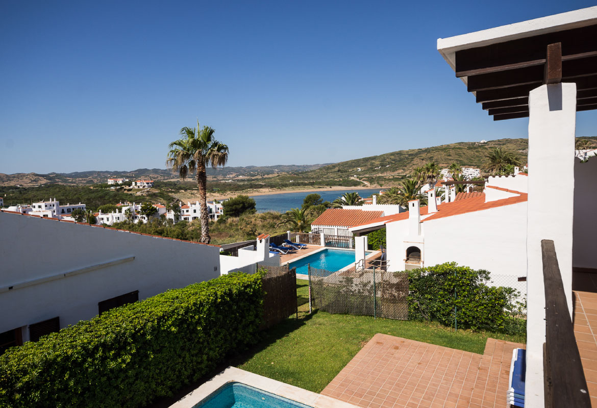 Corona holidays villas playas de fornells es mercadal for Villas corona